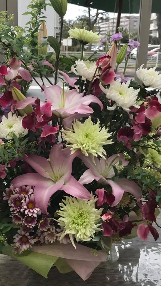 百合をベースの生花