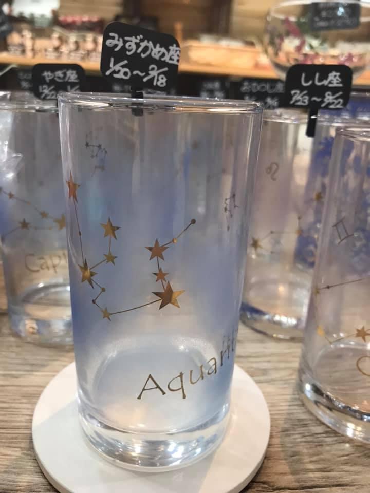 星座グラスとココペリジョッキ