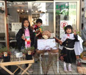 ハロウィンの仮装をした子供たち