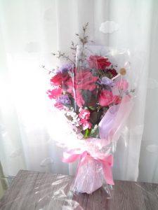 赤いレディラブとワインのオーケストラの花束