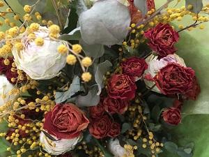 ミモザとバラのドライフラワーの花束