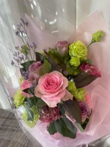 落ち着いた雰囲気の花束