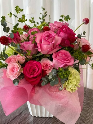本日、朝一でご注文を頂いていたスタンド花とアレンジメント